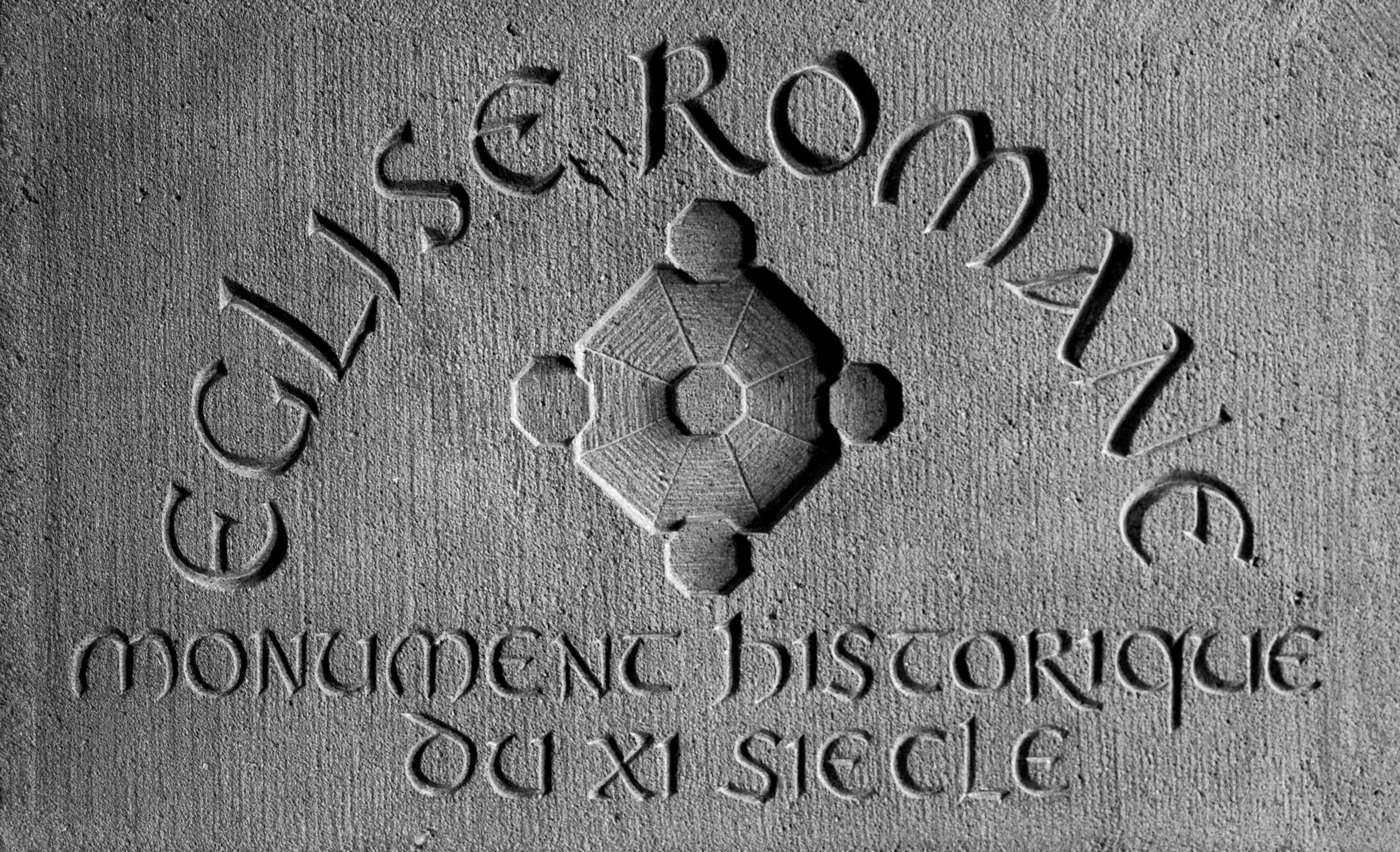 Plaque église romane
